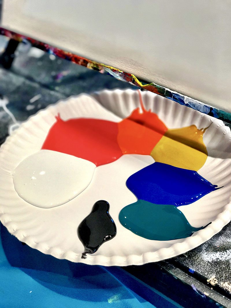Pinots Palette painting station