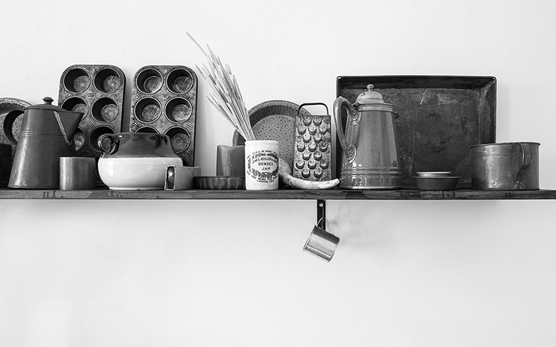 bakeware on kitchen shelf