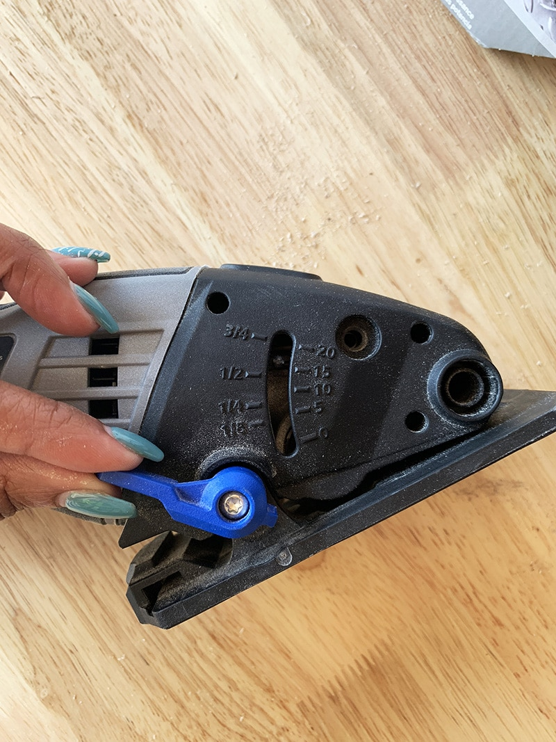 adjustments for the cutting depth on sawmax