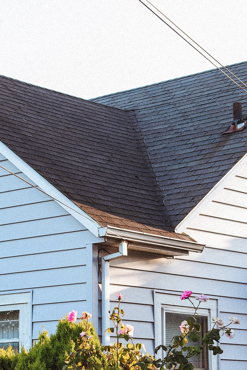 inspect the roof when buying a new home